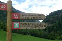 Indicación del puente de Oncins y San Nicolás de Bujaruelo.