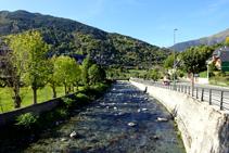 El río Garona a su paso por Vielha.