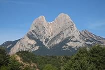 La aproximación por el valle de Saldes hasta el punto de inicio de la ruta nos ofrece esta imagen impresionante.