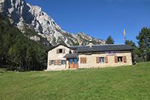 Refugio Lluís Estasen en la cara N del macizo del Pedraforca, una buena base para emprender muchas excursiones y escaladas.