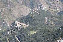Refugio Lluís Estasen y aparcamiento del mirador del Gresolet.