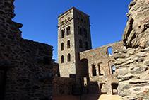 Dentro del recinto del monasterio.