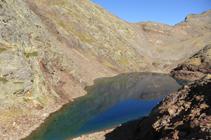 Ganando altura con el Lago Negre a nuestros pies.
