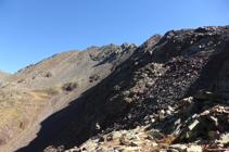 Vistas de la cresta hasta el pico de Comapedrosa.