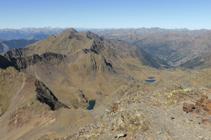 Vistas hacia la cresta que enlaza el pico de Sanfonts (2.885m) con el Monteixo (2.905m).
