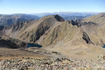 El pico de Sanfonts (2.885m) y el lago Negre.