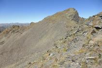 Bajando hacia el portillón que hay debajo del pico de Baiau.
