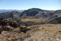 El pico de Aspres sobre el altiplano del refugio de Comapedrosa.