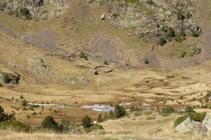 La Pleta de Comapedrosa y la cabaña de pastor.