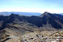 Pico de la Cabaneta y pico del Estanyó.