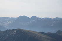 Puigpedrós de Lanós (2.842m) y Coma d´Or (2.826m).