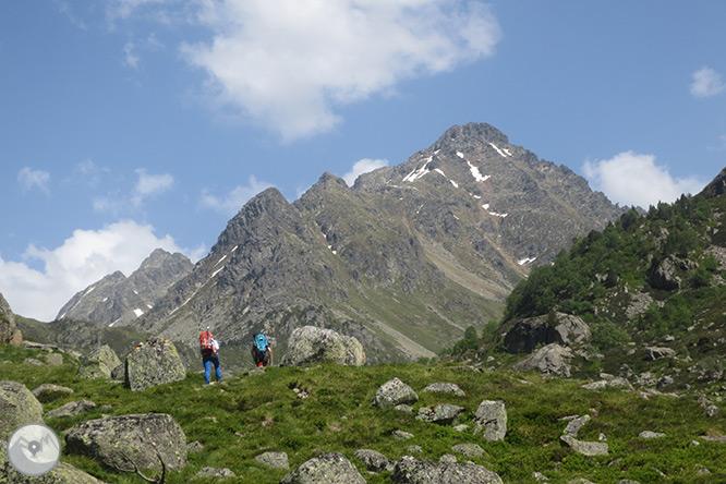 Pico de Rulhe (2.783m) desde el Pla de las Peyres  1