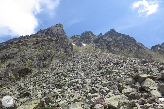 Pico de Rulhe (2.783m) desde el Pla de las Peyres  2