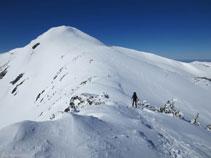 Bajando desde el pico de la Coumeille de L´Ours hacia el cuello, con el Tarbésou imponente al fondo.