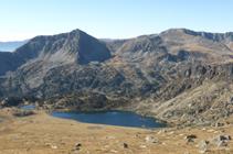 Lago de Montmalús y pico de la Muga.