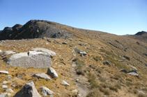 Llegando a la cima del pico de la Portella dels Colells.