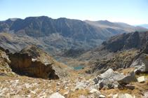 Tres pequeños lagos en la vertiente S del pico de los Colells.