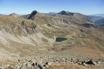 Lago de Engaït, pico de Engaït y picos de Envalira.
