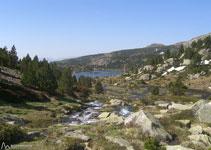 Bonita panorámica del lago Llong, junto con el lago Llat, uno de los más grandes de la región.