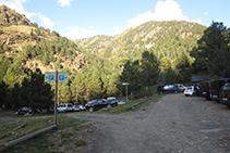 Aparcamiento de la Molinassa, lugar donde podemos estacionar los vehículos.