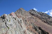 Inicio de la cresta (E) que sube directa hacia el pico Verdaguer y la Pica d´Estats, itinerario que nosotros descartamos.
