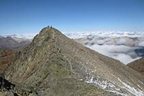 Vistas hacia el próximo pico Verdaguer, compañero noroccidental de la Pica d´Estats.