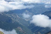Hacia el norte, la vista se nos pierde hasta las profundidades del valle francés de Vicdessos.