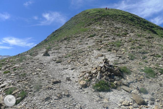 Pico Arlas (2.044m) desde el collado de la Piedra de San Martín 1