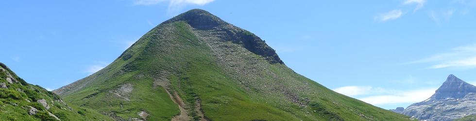 Pico Arlas (2.044m) desde el collado de la Piedra de San Martín