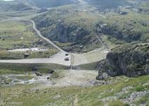 Vista de la explanada donde hemos aparcado el vehículo y de las pistas de esquí de Ordino-Arcalís.