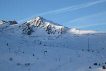 La montaña de la Mina, omnipresente durante todo el recorrido.