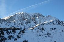 El pico de Fontfreda también destaca por su majestuosidad y presencia.