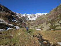 Subiendo por el valle de Siscar.