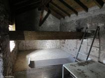 Interior de la cabaña de la Besina.