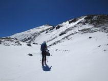 Desde la Portella de Siscar avanzamos en dirección hacia la cresta del Nérassol.