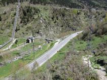 Ganamos altura sobre el valle y la carretera. Podemos observar el puente de Sainte Suzanne y la zona donde hemos dejado el coche.