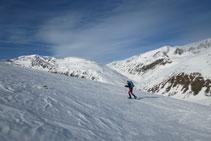 Subiendo con vistas al valle del río de Sant Josep y a la Solana de Andorra.