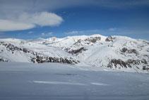 Vistas de la zona conocida como la Solana de Andorra con el pico de Nérassol, el pico de la Cabaneta y el Roc Meler.