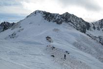 Collado que precede a la cresta final hasta el pico de Pedrons.