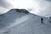 Collado anterior a la cresta del pico de Pedrons.