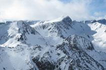 Vistas de los picos que hacen frontera con Andorra: el pico Negre d´Envalira, el pico de Envalira y el pico de las Abelletes.