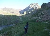 Al fondo el Vallibierna, que estará casi siempre presente y bien visible durante todo el recorrido.