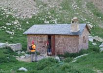 Refugio no guardado de Botornás. Se encuentra un poco antes de llegar al ibón de Botornás.