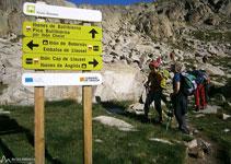 Tomamos el camino que nos lleva al Vallibierna, en dirección O, pasando muy cerca del ibón Chelat.