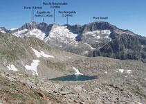 De izquierda a derecha: Aneto, Espalda del Aneto, pico Tempestades, pico Margalida y picos Russell.