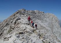 Un camino bien definido nos llevará por una fácil cresta hasta la cima.