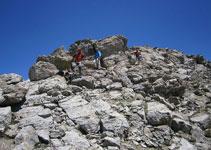 Poco a poco el camino es más evidente. Vamos esquivando grandes bloques rocosos.