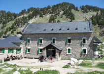 Refugio de la Renclusa (2.140m), uno de los refugios más concurridos del Pirineo.