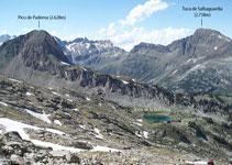 Pico de Paderna e ibón de la Renclusa a nuestra derecha.