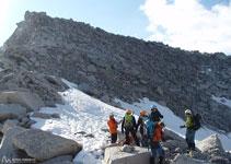 Desde el collado, el acceso a la cima de la Maladeta es rápido.